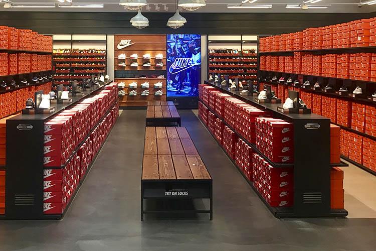 Cómo iniciar un negocio de venta de zapatos