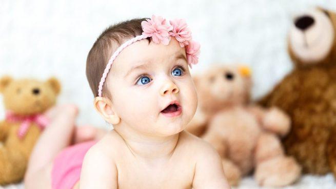 bebita con ojos celestes