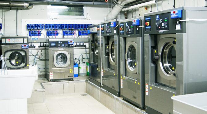 varias maquinas para lavar ropa