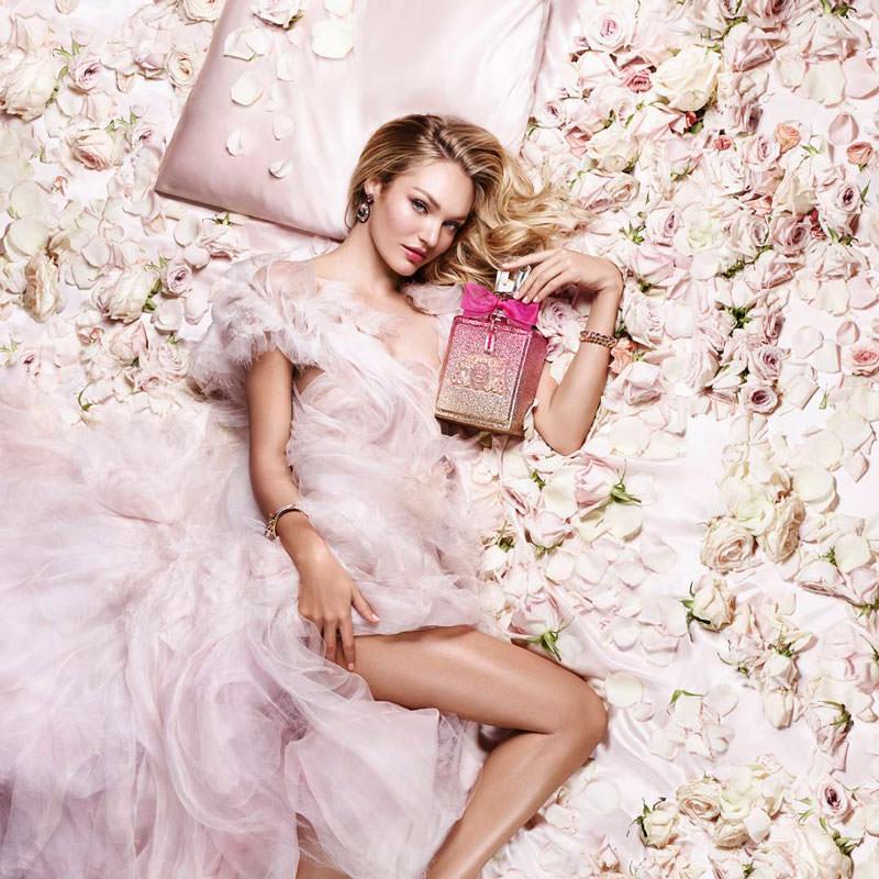 modelo con perfume